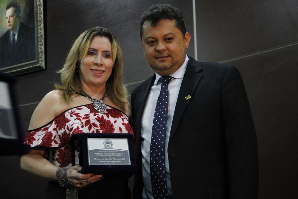 Diretora do IESJ recebe prêmio Mulher Destaque