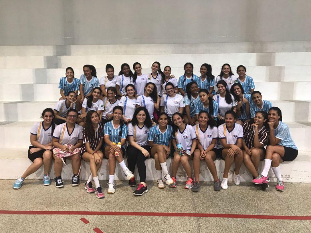 Equipe Feminina de Handebol participa de jogo amistoso